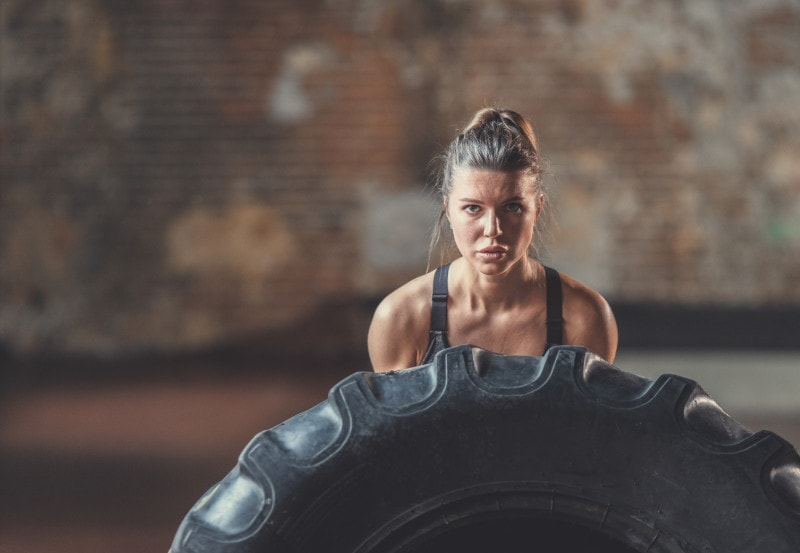 crossfit woman with tyre